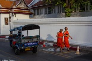 Tuk tuk and monks, Bangkok