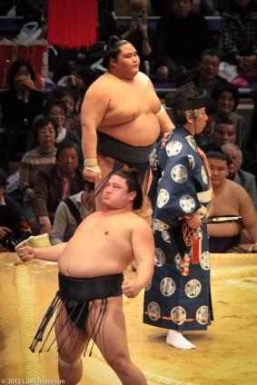 Maku-uchi class sumo match, Fukuoka Kokusai