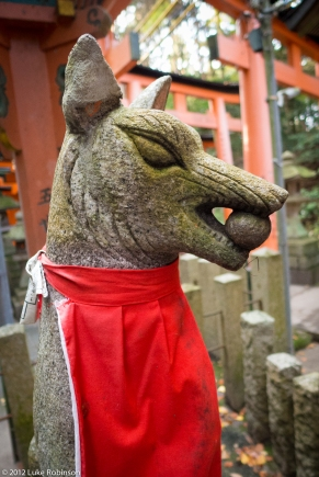Fox kami statue, Fushimi Inari Shrine, Kyoto