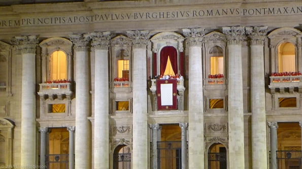 Pope Francis makes his first public appearance, Saint Peter's Sq